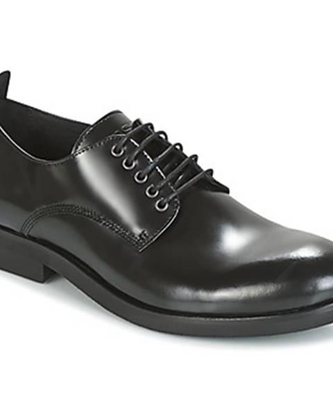 Čierne topánky Kost