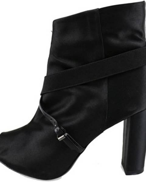 Čierne topánky Manas