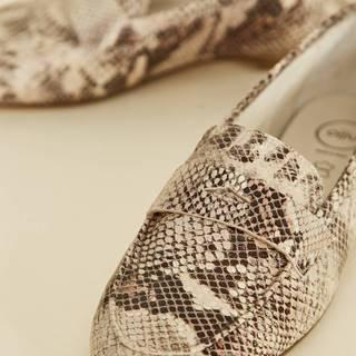 Béžové dámske kožené mokasíny s hadím vzorom