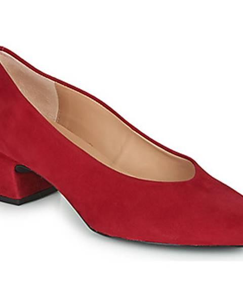 Červené topánky Unisa